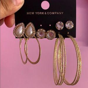 Earrings Diva like. Lol